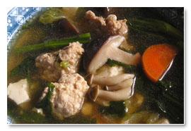 きのこと野菜のとり団子鍋~煮干のだしと黒胡椒で美味しい♪