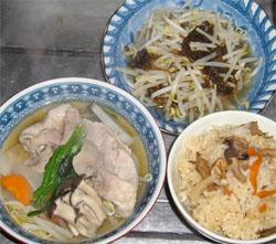 昨日の夕飯の写真 もずく酢ともやしの炒め物、野菜たっぷりの豚しゃぶ、きのこご飯
