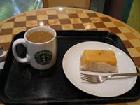 コーヒーとレモンケーキの写真