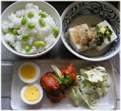 今夜は、枝豆ご飯と冷奴、ゆで卵、トマト味のサバ缶、ひじきサラダ