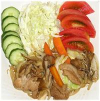 今夜のおかずは野菜炒めと生野菜