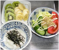 とろろ芋、サラダ、果物
