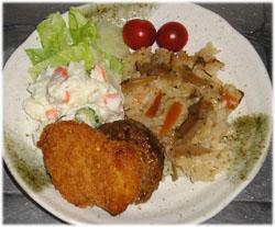 手抜きの夕飯~サラダ、チキンカツ、ミニハンバーグ、おこわ