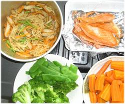 野菜は下茹で、鮭はまとめて焼き、切干大根も出来上がり(^^)