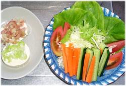 今夜はごま豆腐とサラダ