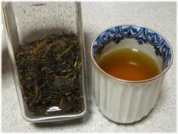 Kちゃんから頂いたほうじ茶と愛用の湯のみ