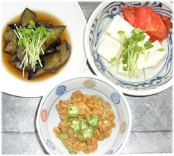 今夜はナスの煮物、オクラ納豆、豆腐トマト