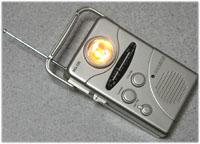 手巻き式のライト付きラジオ