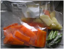 野菜を買ったら硬めにゆでてジップロックで冷凍庫