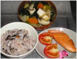 今夜は昨日のご飯、野菜・豆腐スープ、焼き鮭