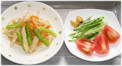 今夜は鶏ささ身と野菜の炒め物、サラダ、たまり漬けにんにく