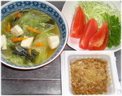 野菜スープ、サラダ、納豆、ご飯抜き