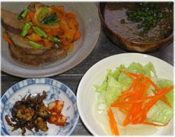 今夜は豚レバーと野菜炒め、とろろ昆布汁、サラダ、佃煮