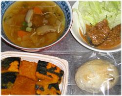 今夜は野菜スープ、サバ缶ゴマ味噌味、かぼちゃ、小さなぶどうパン