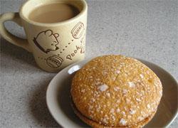 カフェオレとコーヒーブッセで一息