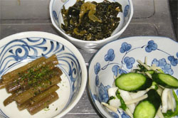 フキと、ネギのピリ辛味噌炒め、かぶとキュウリの漬け物