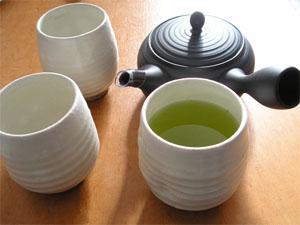 茶器 急須と来客用の湯呑み