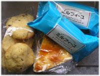 妹の手作りクッキー、小岩井農場のチーズケーキなど