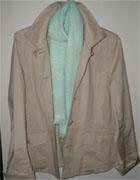 薄手のジャケットとスカーフ