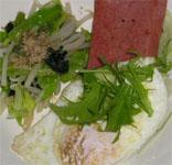 スパム(昨日の残り)のソテー、小松菜・キャベツ・もやしのおひたし、目玉焼き